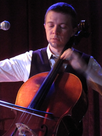 Cellist Chad Hammer. (Photo by SPM, all rights reserved.)