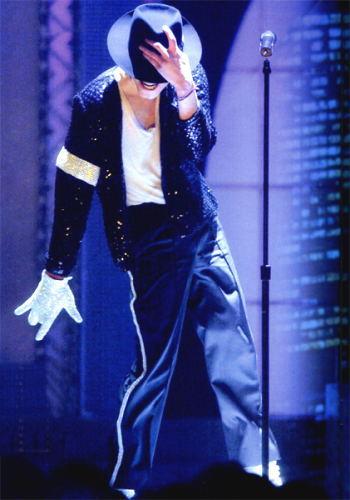 """Michael Jackson performing """"Billie Jean"""" in 2001."""