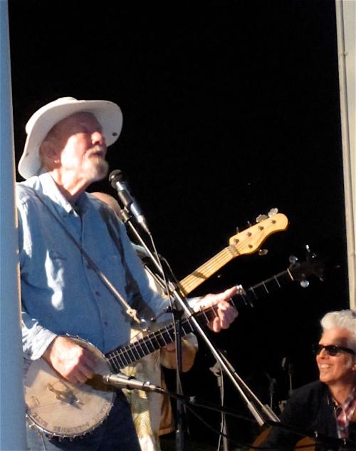 Pete Seeger onstage.