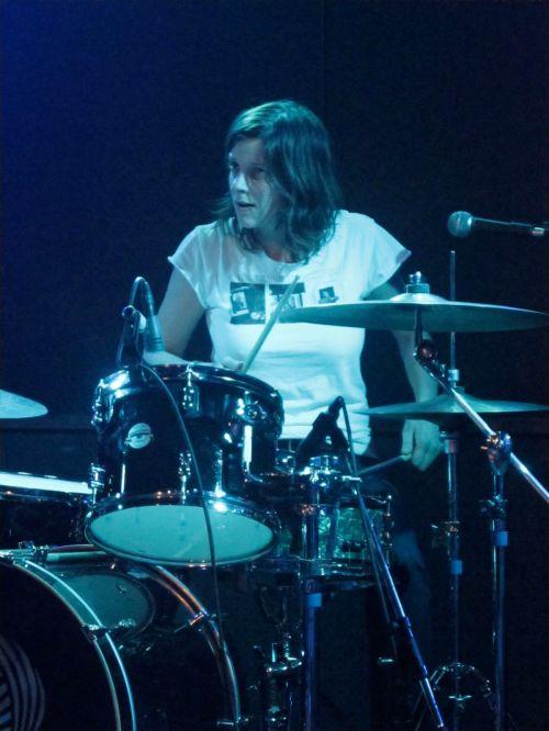 Kristin Mueller is serious locked in with her bandmates in Lucinda Black Bear. (© 2010, Steven P. Marsh/www.willyoumissme.com)